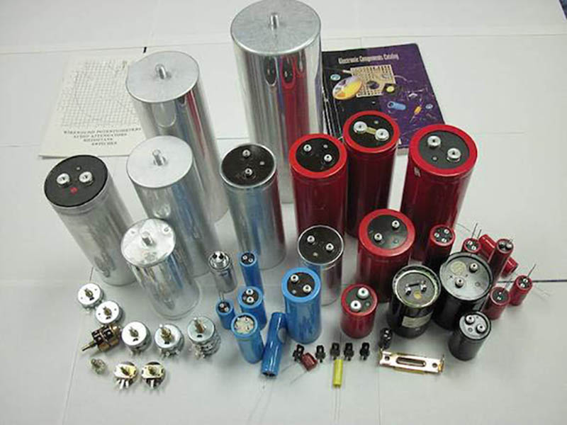 Manufacturer of Aluminum Electrolytic Capacitors